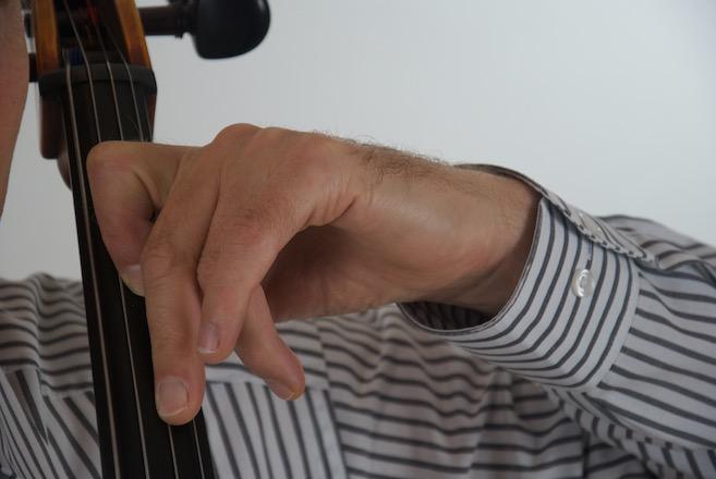 am tiefsten Punkt der Tonhöhe - der gestreckte Finger