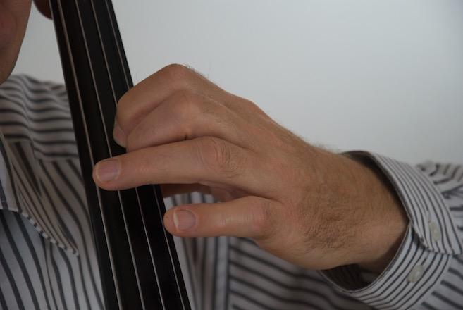 am höchsten Punkt der Tonhöhe - der gekrümmte Finger