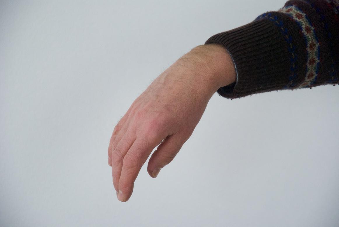 frei hängende Hand